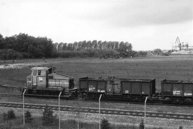 HSW 14, der dog formentlig også tilhører Eckhardt & Co. ankommer fra havnen i baggrunden med skrotvogne 1987.