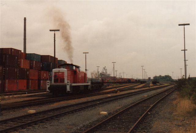 Den videre befordring til en af havnens store rangerbanegårde varetog DB 290 008-1. Risten her skulle bære navnet Waltershof Hafenbahnhof.