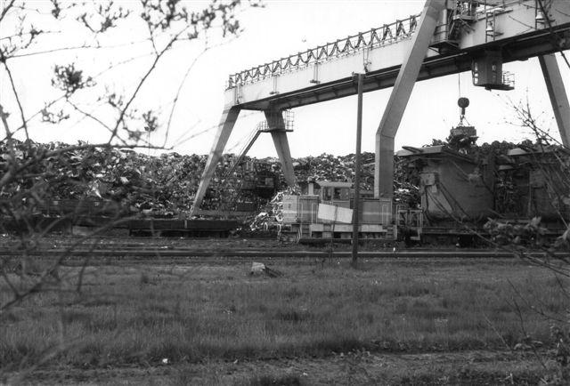 HSW 3, Henschel 31875/1974 DHG 300. Bag maskinen ses en potte, hvori skrottet smeltes. Fotoet er fra 1987 og lokomotivet tilhørte dengang i 1987 formentlig Eckhardt & Co.