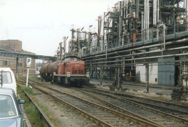 I 1989 har jeg noteret navnenWaselinwerk Schümann. Der var stadig mange tankvogne fra Østblokken. Lokomotivet er DB 291 007-3, men personalet var ikke i DB-uniform!