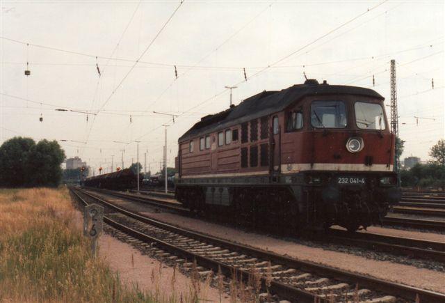 1992 var østtyskerne begyndt at rykke ind. Her DB 232 941-4, Worowsjilowgrad 231/1973.