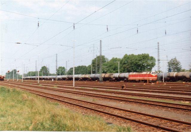 1993 passerede DB 219 146-8 med et olietog.
