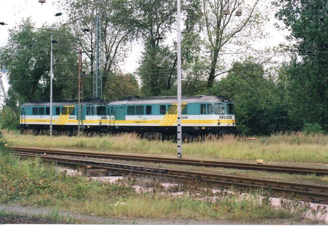 2002 begyndte de private at ise sig. Her KEG 2105 og 2107, ex. CFR 60 0905 og 60 0933. Type 060D. Lokomotiverne er købt i Rumænien. KEG gik senere ned.