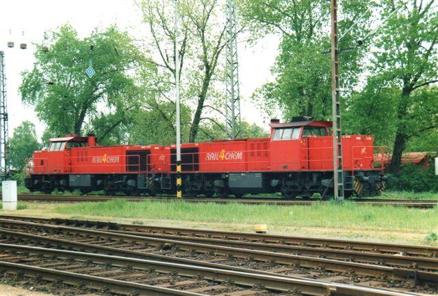2004 holdt Rail4Chem 138 (nærmest) og 116, begge MaK F1206.