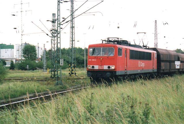 Railion 155 109-2 på vej mod Kattwykbroen og Alte Süderelbe med tomme malmvogne. 2002.
