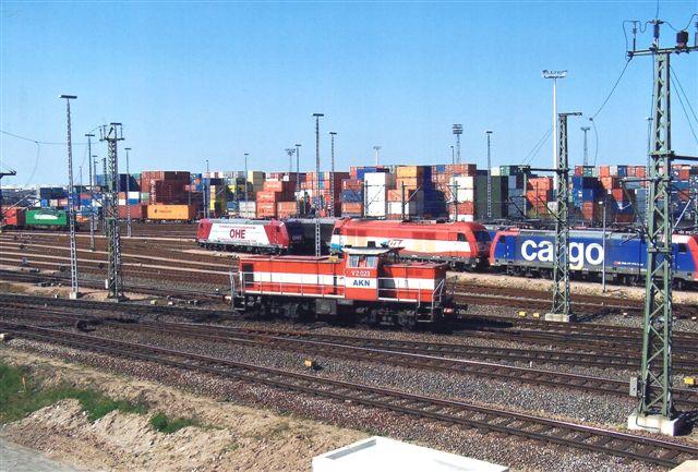 AKN V 2.023 med en OHE, en EVB og en Schweizer som baggrund.