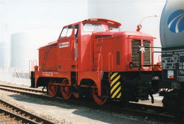 """Den """"nye"""" Oiltanking nr. 1 var en gammel Henschel med kobbelstænger. Oiltanking 1, Henschel 28636/1956. Lokomotivet stammede fra det nedlagt Essoraffinaderi. Foto 2001."""