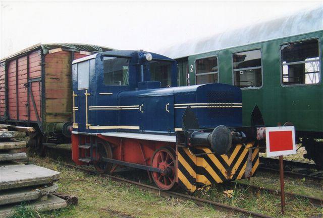 Deutz 55158/1951 købtes oprindeligt af postvæsenet, men kom derfra til Petronord. Ved stormfloden i 1962 druknede maskinen, og afhændedes derefter til Geesthackter Eisenbahn, hvor det er fotograferet 2011. Nummeret hos Petronord kendes ikke, og det var også kun her reserve. Det er tidligere set i en højrød farve.