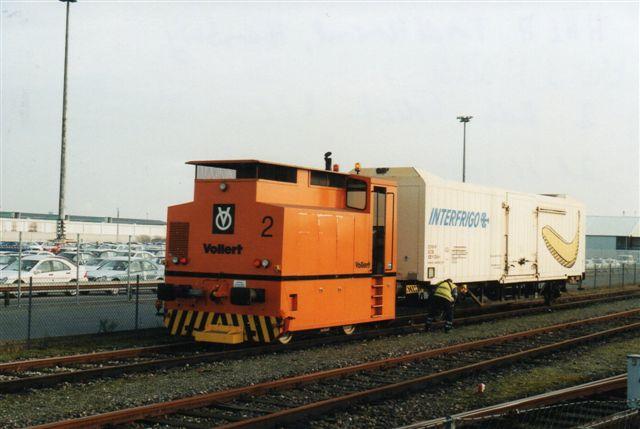 HHLA Fruchtterminal har to Vollert robotter uden data, men nummereret 1 og 2. Her se nr. 2 skudt med Jochim Rosentals kamera 2002.