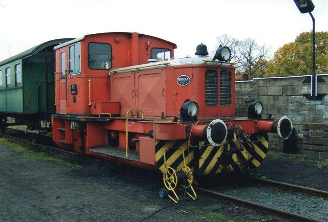 V1 fra Margarineunionen kom i forbindelse med unionens 100-års jubilæum 1990 til Geesthachter Eisenbahn. Det er Deutz 56744/1977. Type A8L614. den ses her i Bergedorf 2011.