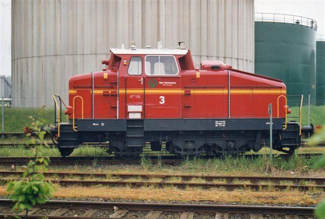 """I 1996 har jeg noteret, at firmaet nu kaldte sig van Ommern. Deres lokomotiv nr. 3, Henschel 31173/1966 DHG500 Ex. """"Jost,"""" Henkel AG, Düsseldorf så jeg i 2002 sikket igen eftare af have entret en af de utallige lastvogne, der flød alle vegne."""