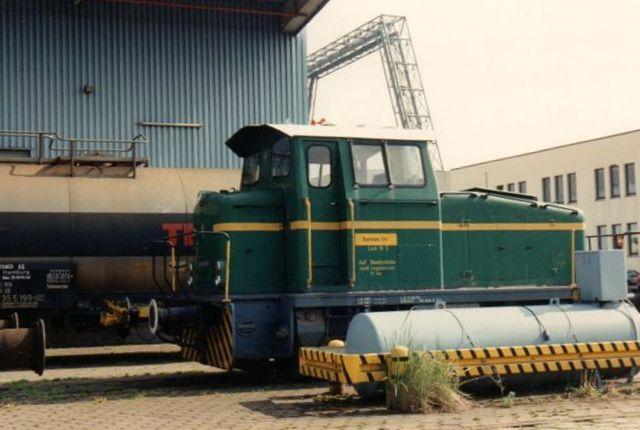 I 1990 kørte en grøn på lageret. Den var købt af det nærliggende Kalitransportselskab 1990 og var Deutz 57880/1966.