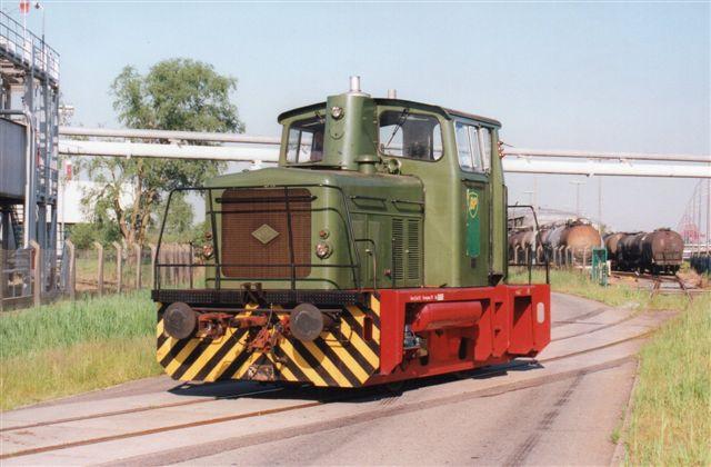 BP Oiltech uden nr., O&K 26614/1966. MB10NLeveret som ny til Schindler. 1989 til BP. man skulle tro, jeg havde fået lokomotivet stillet op til for? Der er ikke en bil i vejen, hverken personbiler eller lastbiler! Foto 2001.