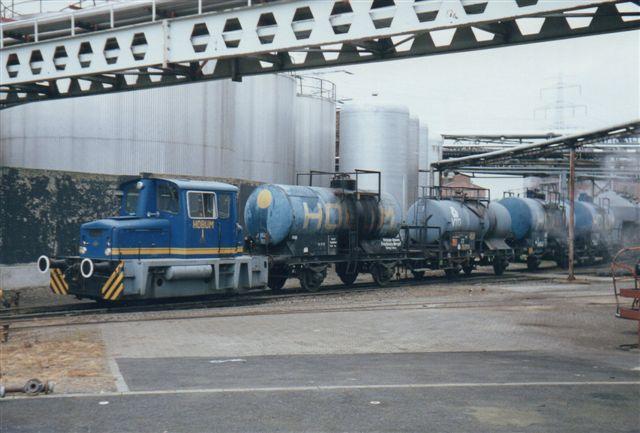 Et smukt tog. Hobum 1, O&K 26531/1964. MB5N. Værket kunne beses fra offentlig vej, så det var en af de industribaner, entusiasterne kendte. Foto fra 1985. Kort efter lukkede værket.
