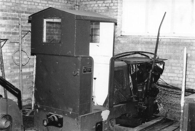I remisen på værket i Curslack stod denne ældre Schöma KDL 8 uden plade. Den plade, du ser, er påsat af sælgeren, Eilers. Foto fra 1985.