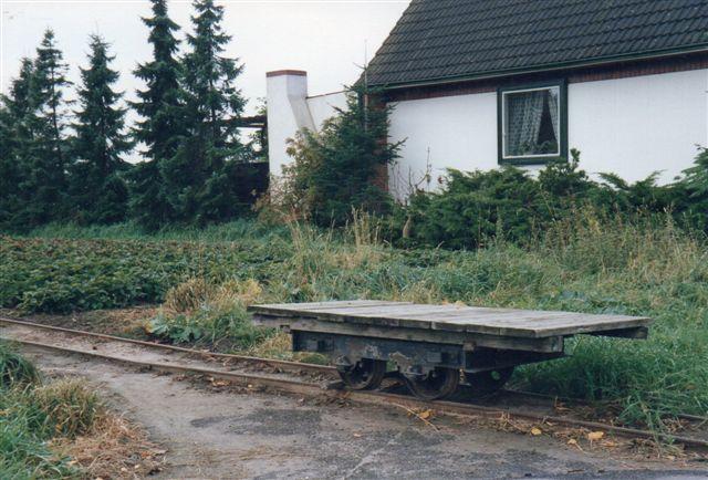 Nørbillede af gartneriets 500 mm fladvogn. Der er ikke træk- og stødtøj. så vognen skal skubbes.