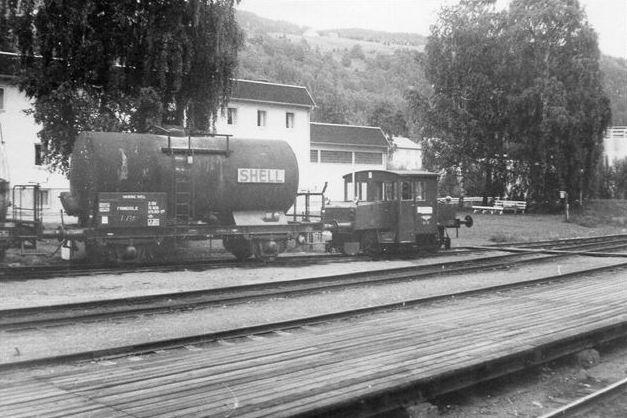 NSB Skd 206 i Fagernes, hvor der ikke var elektrisk drift. Typen er dieseldrevet og bygget 1936 - 39 af Thune, Hamar, Strømmen og Skabo. Foto 1973.