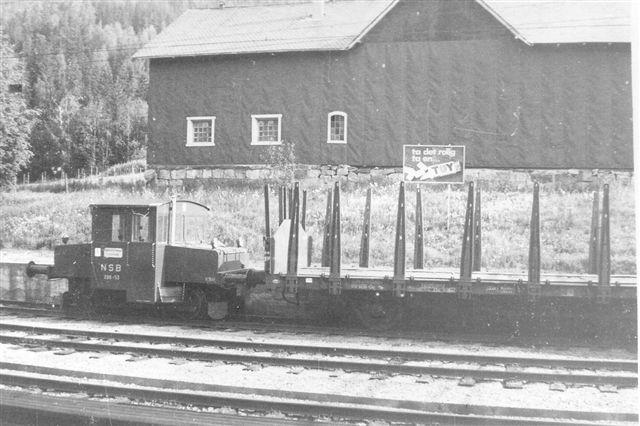 Samme type, men i Gol på Bergensbanen. Selv om der her varelektrisk drift var rangersporene ikke forsynet med overledning. Foto 1973.