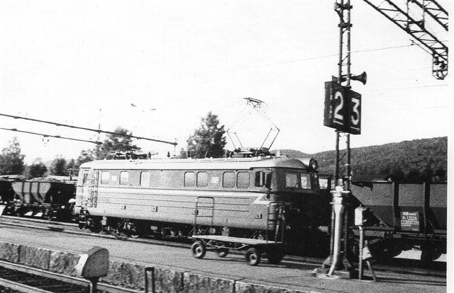 NSB El 13 formentlig med malmtog på Kongsberg Station. Foto: Hans Kristian Hansen 1970.