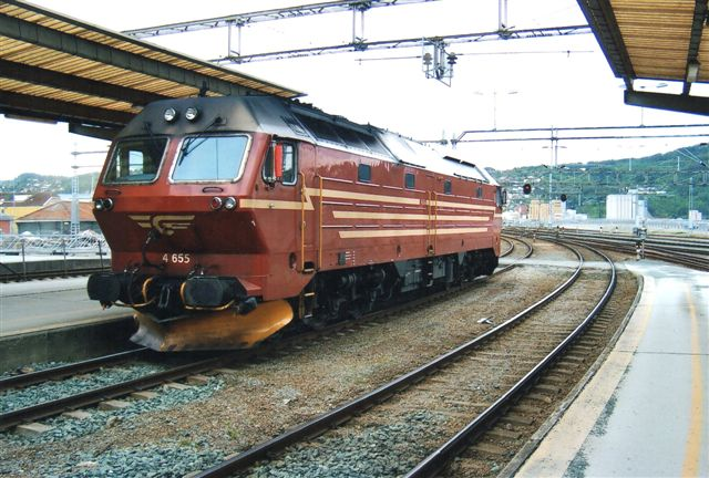 NSB Di 4.655 bliver spændt for tog til Bodø. Foto i Trondheim 2011.