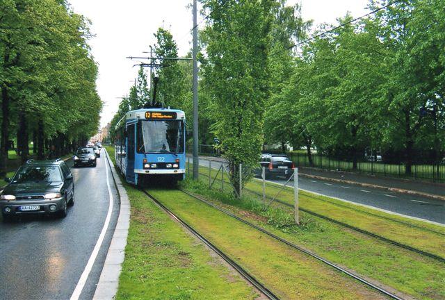 Oslos Sporveje vogn 122 på linje 12 ved Vigelandsprken 2011.