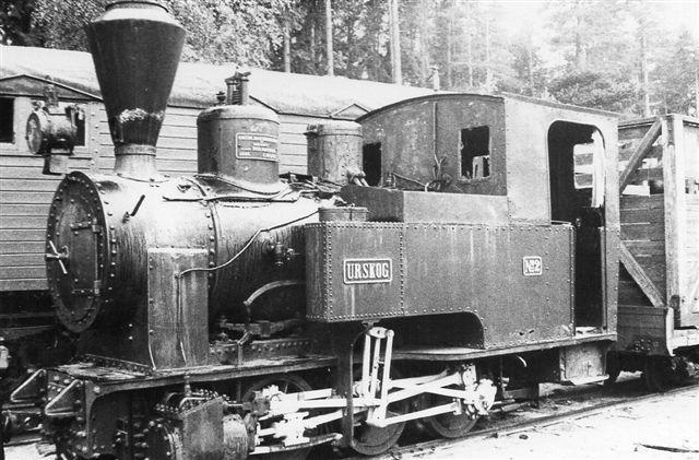 UHB, Urskog, Chemnitz 2101/1895, der kørte sidste gang på UHB i 1947 opstillet i Hamar. I modsætning til de øvrige fotos fra UHB er denne maskine kun 0C0T, der Prydz og Setskogen er 1C1T. Foto: Hans Kristian Hansen 1970.