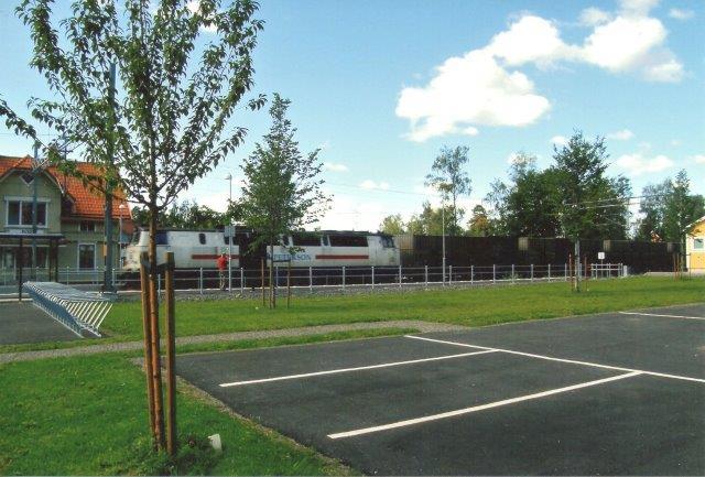 Three T Mz uden nr. udlejet til Peterson Rail passerer Bor 2008 fotograferet af Edit Laursen.