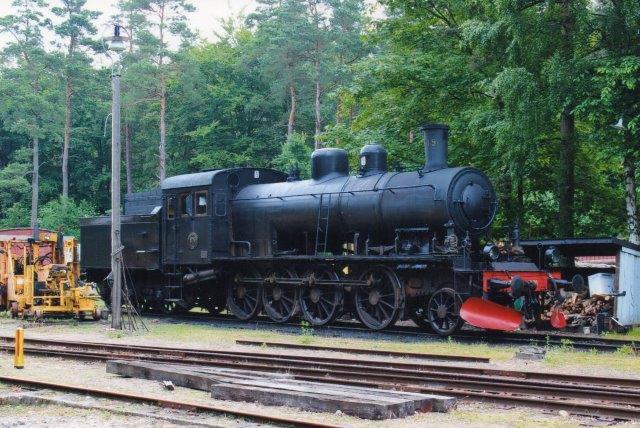 SJ E2 979, Nohab 1031/1914 i Brösarp hos Ångtoget på Österlen 2013.