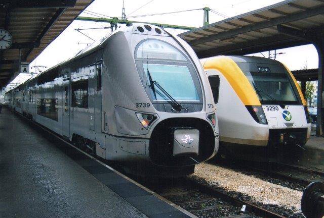 SJ X61 3739 fra Alstom i Salzgitter og Vestrafik X50 3290 fra Bombardier i Göteborg 2011.
