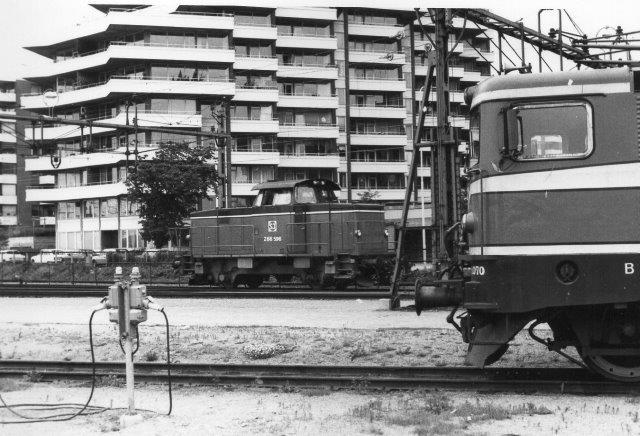 SJ Z66 596 holder pause, hvor der også henstilledes strækningslokomotiver - et art depot.