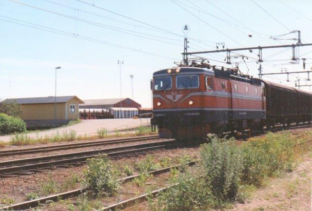 SJ Rc4 1280 i Hudiksvall 1997.