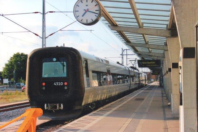 Øresundstog 4310 i Kalmar klar til afgang på den nyåbnede tidligere Blekinge Kystbaners linje mod Malmö og København. Til gengæld var så linien mod Stockholm lukket for renovering. 2013