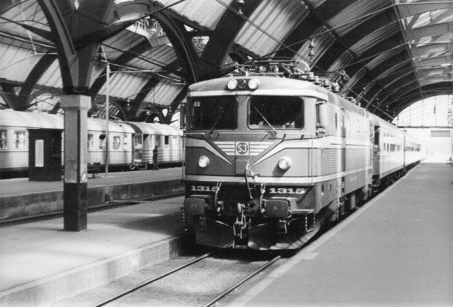 SJ Rc4 1315 på Malmö C 1982.