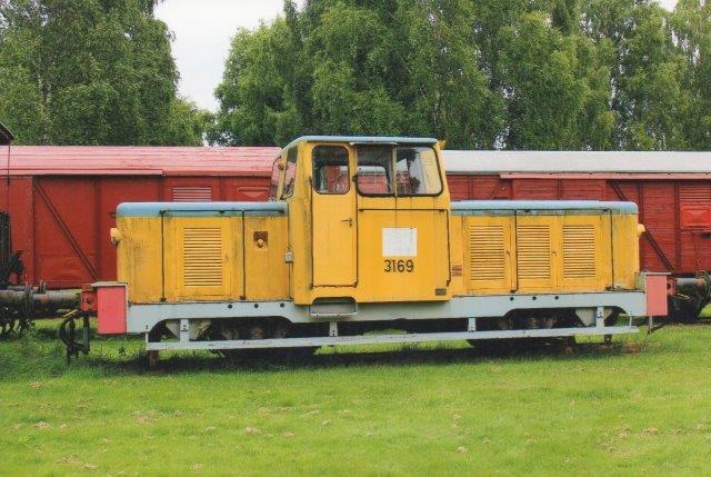 SJ Z43 3169 hso Skåne - Sm¨lands KJärnv¨g i Strömsnäsbruk. Nummret og faven skydes, at lokomotivet vra i brug som skolelokomotiv på Jernbaneskolen i Ängelholm. 2013.