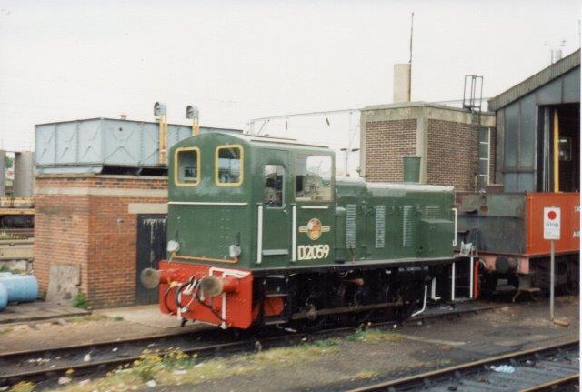 Mellem London og Harwich findes en større by Colchester, hvor vi stoppede. Her holdt BR 2059 fra Barcley. Dette foto er taget far kørende tog 1988.