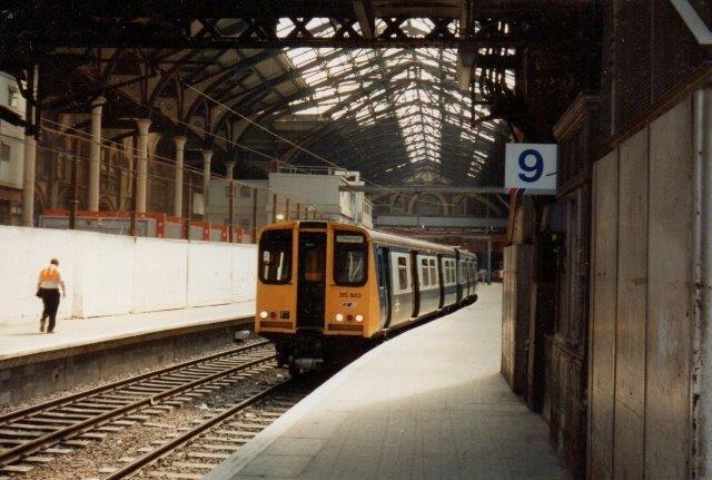 BR 315 843 , et nærtrafiktog med overledning på Liverpool Street Station 1988.