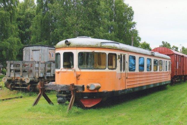 Denne daddelæske fra Skåne - Smålands Järnväg havde ikke noget nummer påmalet. Her ses her i Strömsnäsbruk.
