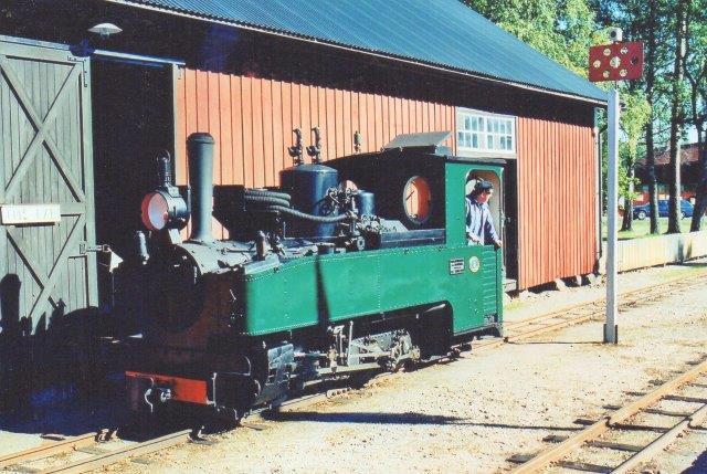 Ohs Bruk 2, Sächsische Maschienengabrik 4183/1919, Emsfors, et brigadelokomotiv. Den tyske Hær byggede i forbindelse med Første verdenskrig mere end 2500 eksemplaer af typen. Nogle blev også solgt til Danamrk efetr krigen, men ingene r bevarede. Foto i Ohs 2008.
