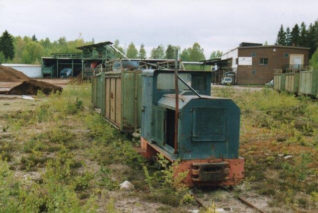 Scanpeat Diema 1839/1955 hensat med syv jerntipvogne. Foto 2006.