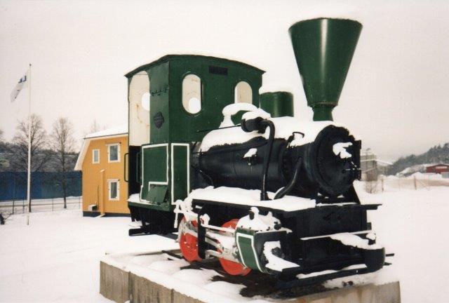 Denkmal ved Göta Cellulose. O&K 1946/1906. Foto: Lar Blom 1996 med oplysninger fra Bi Gyllenberg.