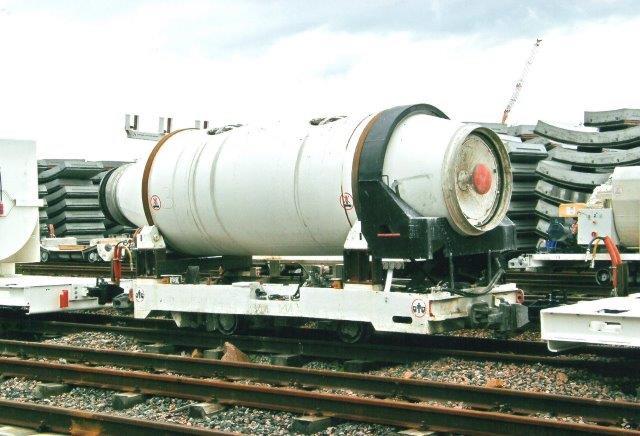 Både mørtelvogne og betonkanoner fandtes i flere størrelser. Tomrummet mellem den borede tunnel og foringsringene fyldtes ud med indsprøjtet mørtel. 2007.