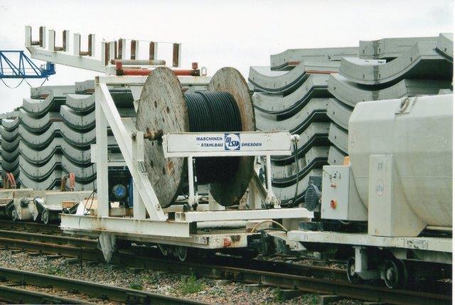 Fladvogn læsset med kabelrulle. 2007.