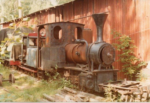 I 1978 stod dette O&K lokomotiv med den pæne skorste hensat og ventede på bedre tider. Der er ingen plade og derfor ingen data.