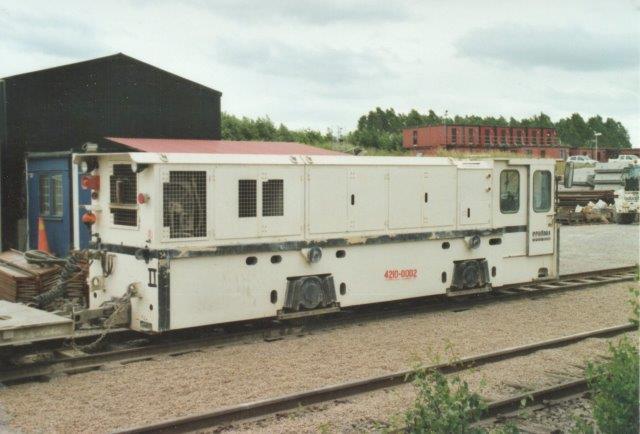 I 2007 sås nr. 2, Skanska-Vinci HB 4200-0002, Schöma 6008/2005. Type CFL200DCL. Den vejer 35 t og præsterer 184 kW.