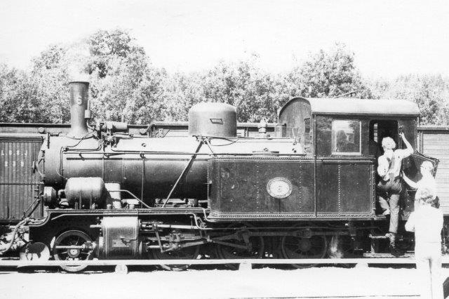 Banens nr. 6 under krydsning i Qvarnabo. Lokomotivet tilhørte tidligere Byvalla - Långshyttan Järnväg.