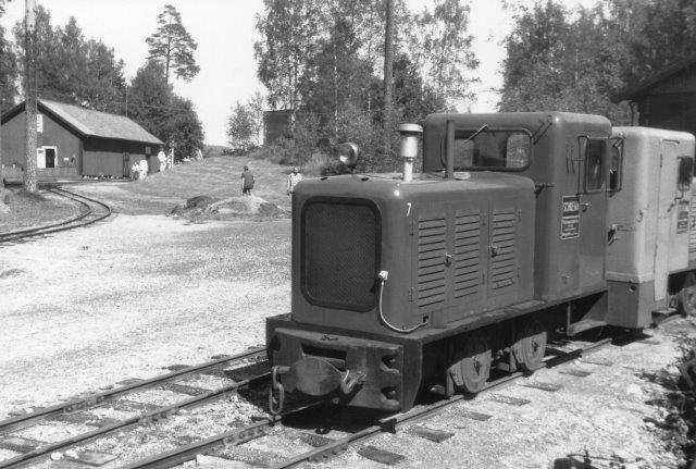 Ved et besøg i 1988 hed det senere lokomotiv nr. 23 kun 7, men det er det samme i følge byggepladen.