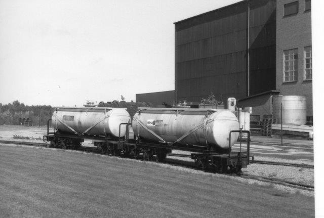 Et par tankvogne på banen i 1988.