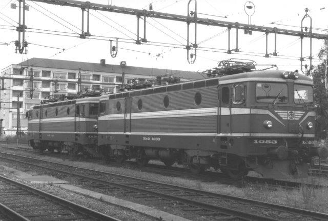 SJ Rc2 1053 og Rc3 1128 i Upsala 1988.