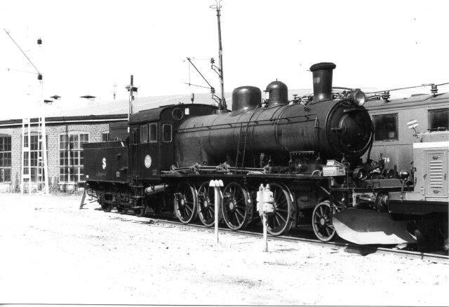 SJ 9E , Motala 376/1907. Mellem 1935 og 1951 ombygget til E2. Fotograferet på Sävenäs i Göteborg 1984.