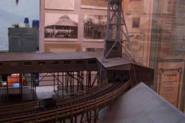 Model på museet, der viser elevatortår samt vognenes videre forløb i første sals højde hen mod kulværket.